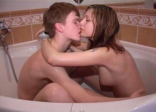 Порно видео с сестренкой в ванной 11493 фотография