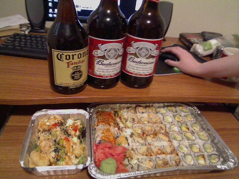 Картинка роллы и пиво на столе